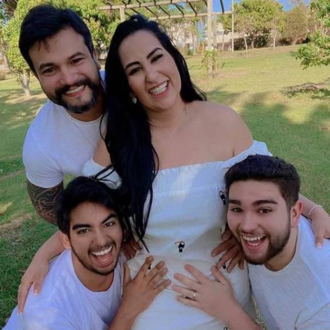 Apresentadora já é mãe de dois meninos, Adrian e Adriel