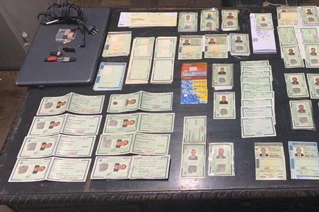 Documentos falsos encontrado com suspeito