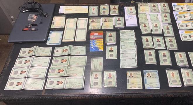 Polícia descobre fábrica de falsificação de documentos