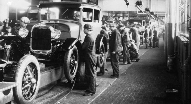 Indústria automotiva destruiu empregos quando surgiu, mas acabou gerando outros