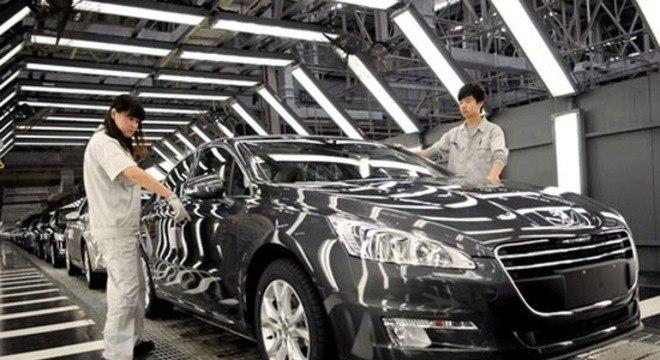 Linha de produção da Dongfeng Peugeot em Wuhan que também retomou suas atividades