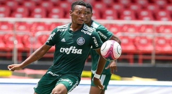 Fabrício tem 17 anos e fez 36 gols em 22 jogos