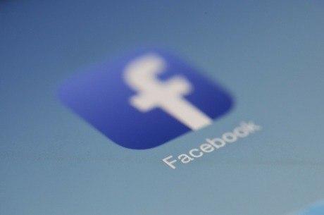 Facebook bloqueia páginas nos EUA e é acusado de censura