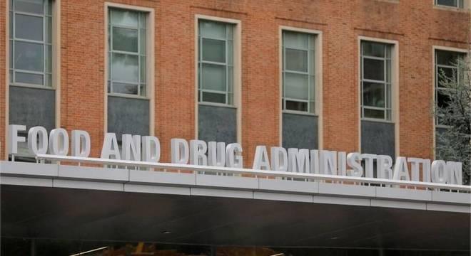 'Somos uma das poucas agências reguladoras do mundo que realmente analisam os dados brutos' de tratamentos a serem aprovados, afirmou o diretor da FDA Stephen Hahn
