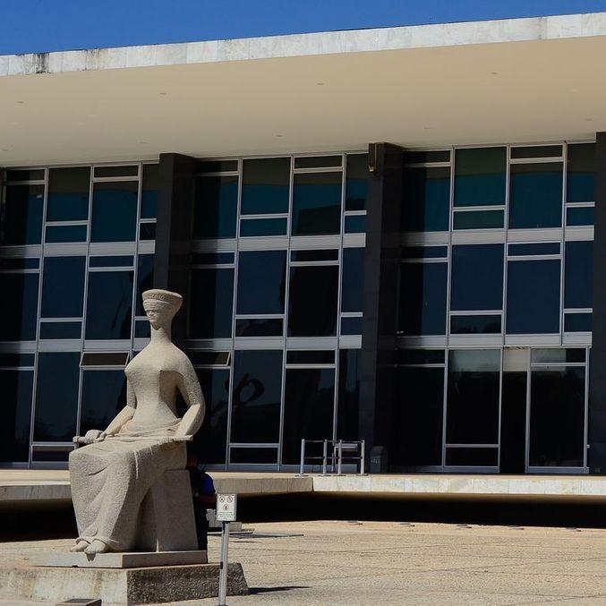 Oposição vai ao STF contra uso de fundos para pagar a dívida