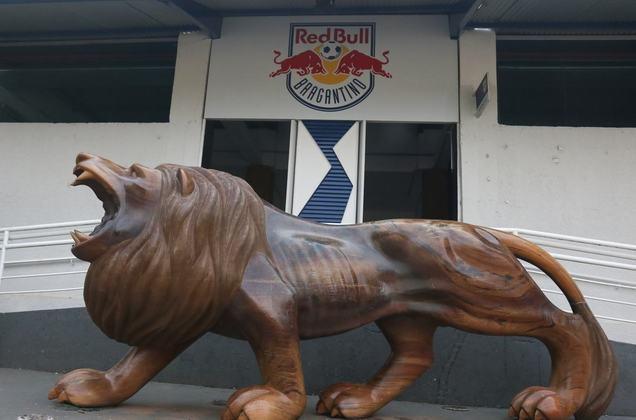 Fachada do estádio simbolizada por um leão, antigo mascote do Bragantino.