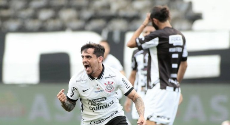 Fagner marcou o primeiro gol. Completou 400 partidas pelo Corinthians