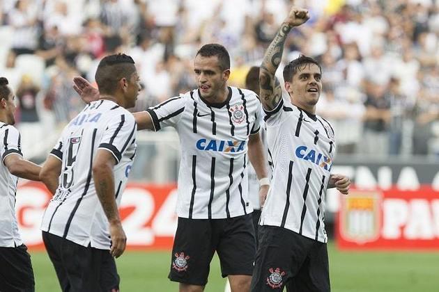 Fagner - Renato Augusto foi companheiro do lateral-direito entre 2014 e 2015 no Corinthians. Além de estarem na Copa do Mundo de 2018 com a Seleção Brasileira..