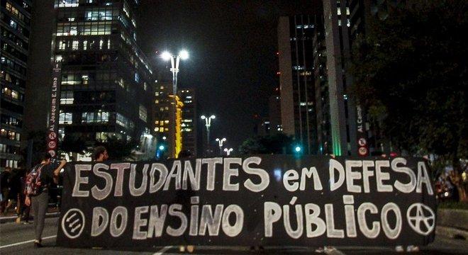 Para analista político, decisão do governo sobre orçamento de universidades foi contaminada por 'guerra cultural'