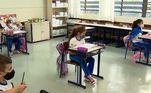O pesquisador de Harvard defende que escolas não são itens de luxo, mas uma necessidade. Alega que é preciso fazer o possível para mantê-las abertas sem que o vírus se espalhe.Continue acompanhando oFala Brasil. De segunda a sexta, a partir das 08h30; e aos sábados, às 07h35, naRecord TV