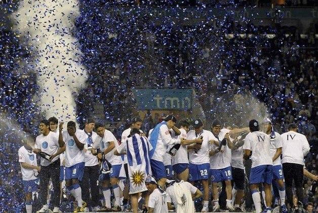 Falando nele, o Porto tem cinco títulos seguidos do Português, entre 94 e 99, e quatro seguidos, entre 2005 e 2009.