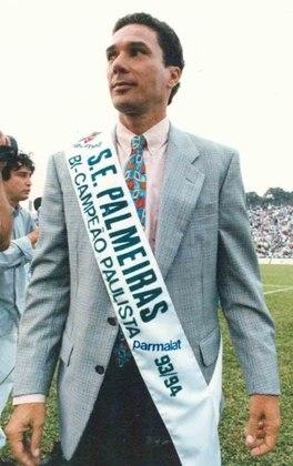 Falando no professor, ele é o técnico que mais títulos conquistou com o Palmeiras, num total de oito: quatro Paulistas, faturou dois Brasileiros (1993 e 1994) e um Rio-São Paulo (1993), ultrapassando Oswaldo Brandão