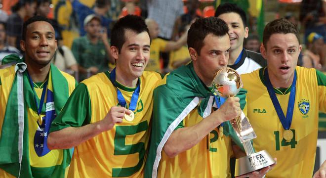 Falcão ganhou tudo o que era possível no futsal. Mas não se esquece do São Paulo