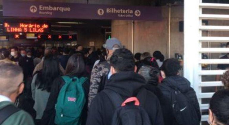 Trens da linha 5-Lilás do Metrô circulam com velocidade reduzida por causa de falha no sistema