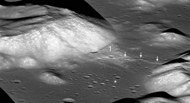 Setas indicam vale lunar Taurus-Littrow e o asterisco mostra o local de pouso da missão Apollo 17