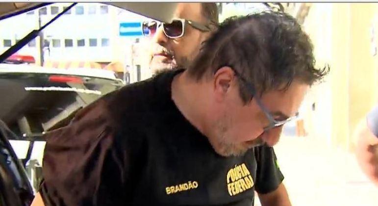 Falso delegado da PF preso em SP tinha roupas, distintivo e armas airsoft
