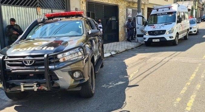 Na chegada da PM, houve uma troca de tiros e um dos suspeitos foi baleado