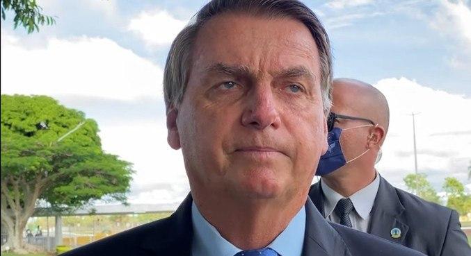 Falta de oxigênio é culpa do governo do Amazonas, diz Bolsonaro