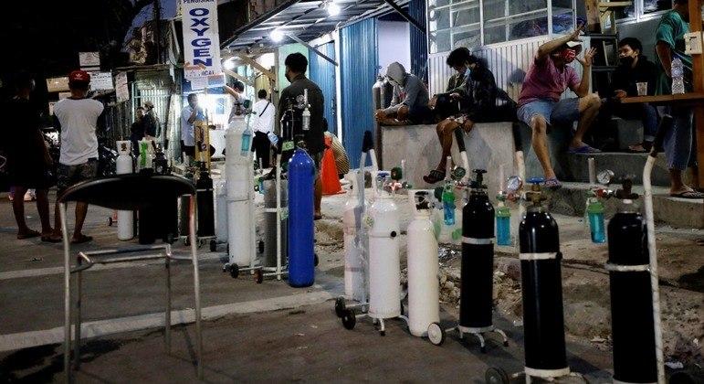 Tanques de oxigênio começaram a ficar escassos na semana passada