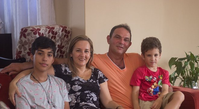 'Os dois me acompanharam em muitas sessões de quimioterapia, e isso foi muito importante pra mim', diz Lima sobre os filhos