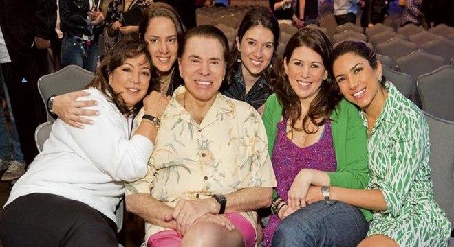 Íris, Silvio e quatro de suas seis filhas