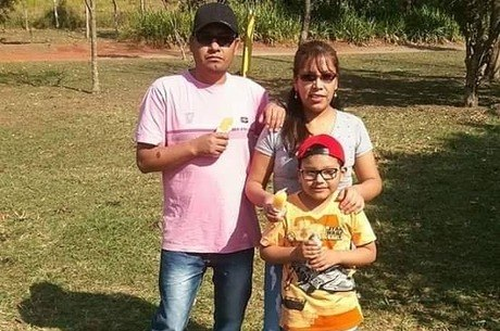 Família foi achada escondida dentro de sacos