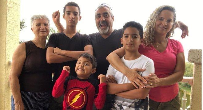 A família de Verissima Saias já emprestou geradores de energia aos funcionários de sua empresa da última vez em que um furacão passou pela Carolina do Sul