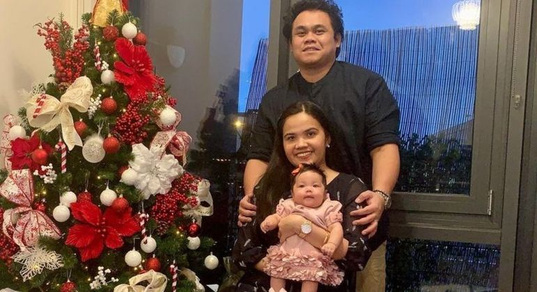 Família celebrou o Natal no último dia de janeiro, quando a enfermeira saiu do hospital