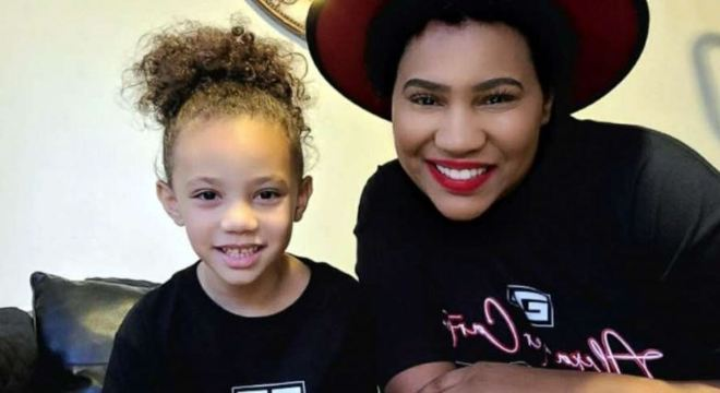 Dehvea salvou a vida de sua mãe graças a uma ligação ao serviço de emergência