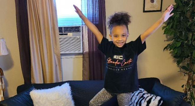Menina aprendeu a ligar para emergência com apenas 3 anos de idade