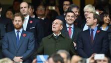 Príncipes Harry e William homenageiam o avô, príncipe Philip