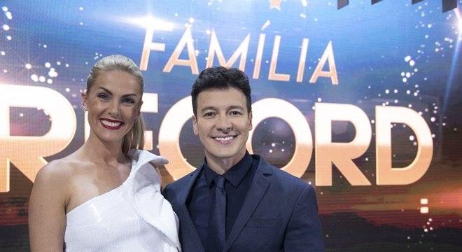 Ana Hickminn e Rodrigo Faro comandam o programa especial da emissora