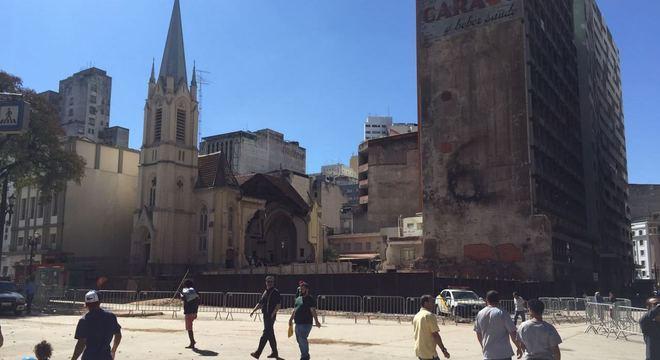 Um mês após a tragédia, não há mais escombros no local