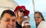 Em 2016, Wesley Safadão convidou o motorista, conhecido como Baratinha WS, e a esposa dele, Adelina Freire, para uma viagem a Dubai, nos Emirados Árabes. À época, o cantor teria desembolsado pouco mais de R$ 400 mil com as férias.'Aproveite os pequenos momentos de alegria da vida, pois um dia você olhará para trás e perceberá que estes momentos foram o que fizeram a sua vida feliz', comentou o funcionário e amigo nas redes sociais