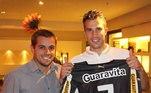 Na Copa do Mundo de 2014, Van Persie recebeu uma camisa do Botafogo com nome e número de Garrincha, ídolo histórico do clube. Ele disse que o 'anjo das pernas tortas' o inspirou a jogar e que acompanhou momentos de Seedorf no clube