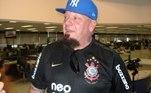 Paul Di'Anno, vocalista do Iron Maiden, morou no Brasil em 2008. Ele virou torcedor do Corinthians e já foi visto em diversas oportunidades com a camisa do clube. Inclusive, já fez até shows com o uniforme