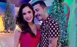 Gizelly Bicalho fez fotos com o anfitrião da noite: 'Eu amo você, Carlinhos, você é essencial nesse mundão!', declarou-se ao postar o registro nas redes sociais