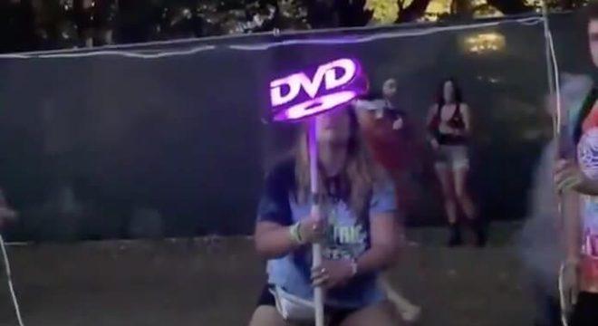 Esses amigos se fantasiaram de proteção de tela de DVD e já ganharam o Carnaval