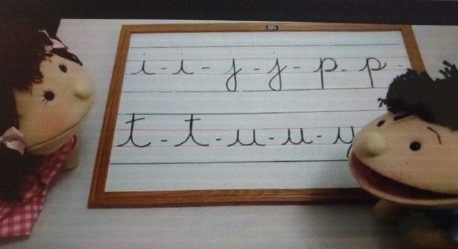 Bonecos auxiliam crianças no processo de aprendizado da letra cursiva