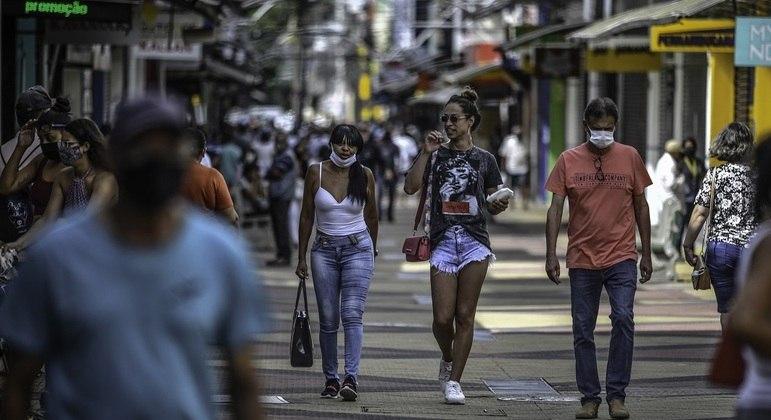 São Paulo deixa fase emergencial e volta para etapa vermelha