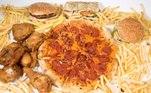 pizza, hambúrguer e batata frita