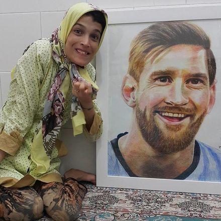 A iraniana também é apaixonada por futebol, e é no esporte que encontra as maiores inspirações para pintar. Ela já retratou jogadores como o argentino Lionel Messi, que é seu grande ídolo, e Cristiano Ronaldo