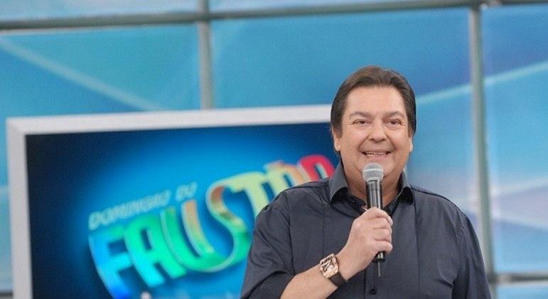 Globo antecipa saída de Faustão e Tiago Leifert assume interinamente as tardes de domingo