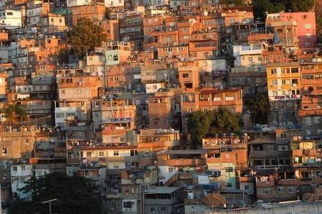 Moradores de vilas e favelas poderão ser isolados em hoteis