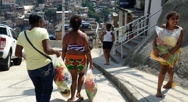 Famílias vulneráveis e indígenas vão receber cestas básicas do governo