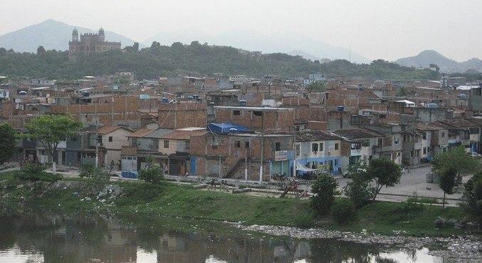Imunização nas 16 favelas da Maré começa na quinta-feira (29)