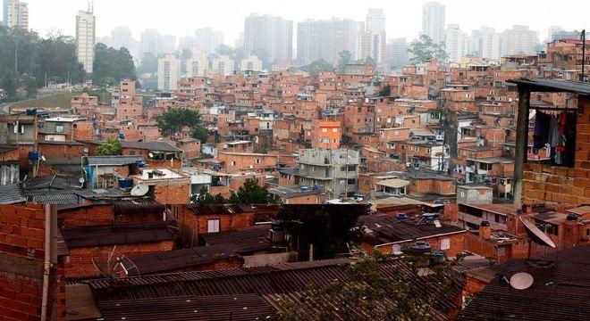 Em meio à pandemia de coronavírus, falta água para moradores de favelas