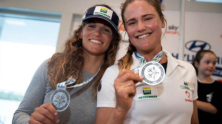 Favoritas ao ouro e atuais campeãs olímpicas, Martine Grael e KahenKunzel fazem as regatas 4 a 6 na categoria 49er FX, às 2h50.