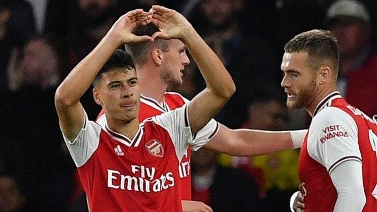 Fazendo história - Ao anotar dois gols na vitória do Arsenal sobre o Standard Liège por 4 a 0 pela Liga Europa, o atacante Gabriel Martinelli fez história. Aos 18 anos e 107 dias, o brasileiro se tornou o jogador mais jovem da história dos Gunners a balançar a rede duas vezes em uma partida válida por uma competição europeia.