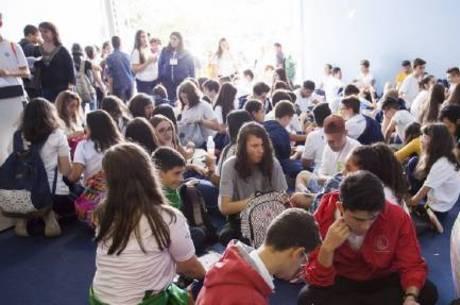 Estudantes em edição passada da Febrace